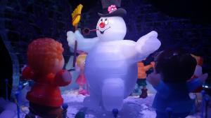 Ice Kingdom brings winter spirit to Grapevine