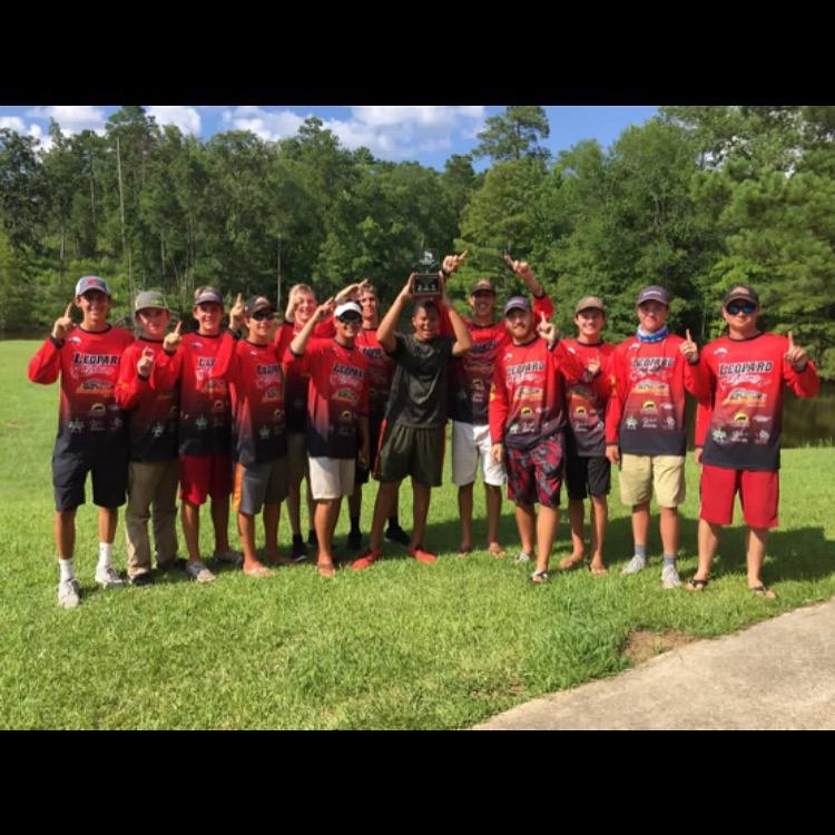 The+fishing+team+poses+after+winning+last+year%27s+state+title.