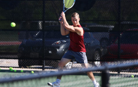 Four tennis players advance to regional tournament