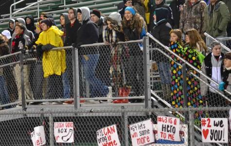 Madison Ray, Sophie Herran, Noelle Franz, and other cold students fight the freezing temperature.