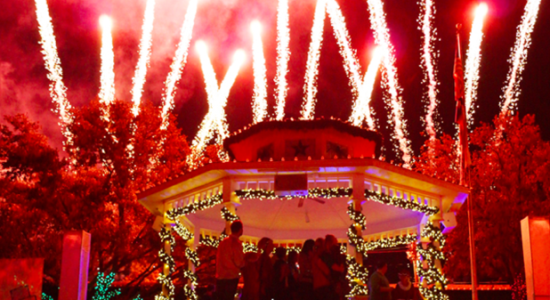 Grapevine+offers+1%2C400+Christmas+events+in+40-plus+days+from+mid-November+to+early+January.+In+2009+it+was+named+the+official+Christmas+Capitol+of+Texas.
