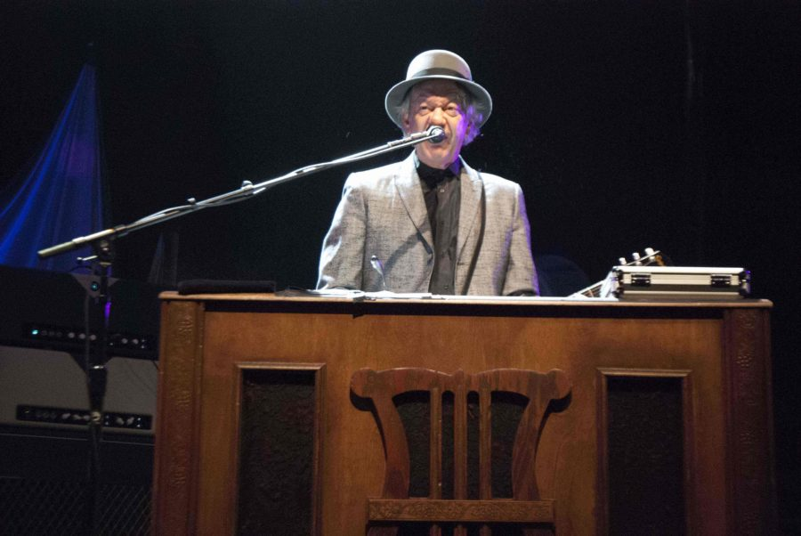 Keyboardist Scott Thurston sings with Tom Petty and the Heartbreakers