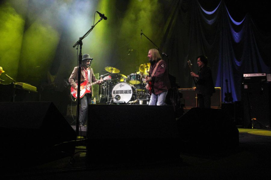 Tom Petty and the Heartbreakers sing together at  the American Airlines Center