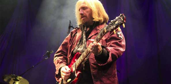 Lead vocalist Tom Petty plays at the AAC.