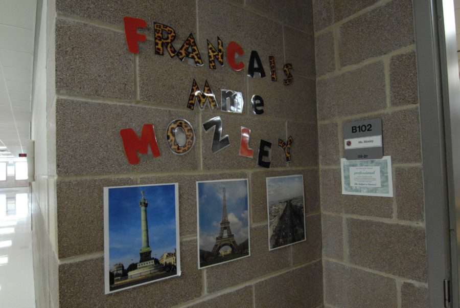 Senior Claire Peralta has been teaching a French class this year.