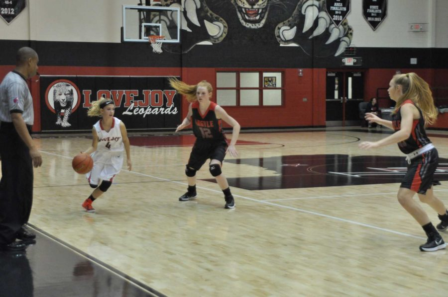 Freshman Kim Lyne dribbles the ball down the outer edge of the court