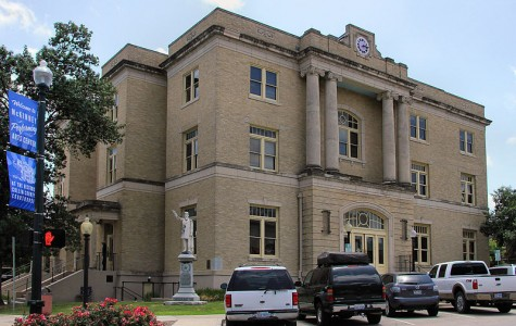 McKinney courthouse shows classic movies