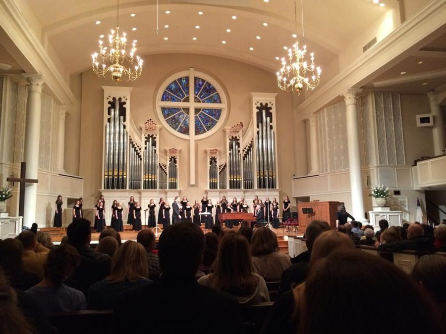 The+freshmen-composed+Concert+Women%27s+choir+sings+%22In+Paradisum%22+at+the+beginning+of+the+concert.