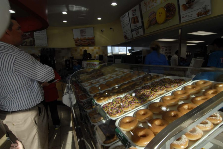With a wide variety of doughnuts and an avid fan base, Krispy Kreme opened its Allen location to a line of waiting customers.