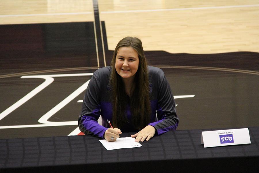 Sarah Langs signs with TCU.