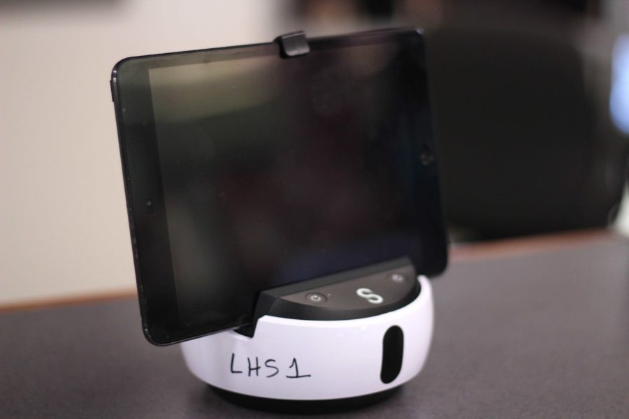 The+Swivl+robot+is+an+automated+mobile+accessory+giving+teachers+the+tools+necessary+to+record+their+class+lectures.+