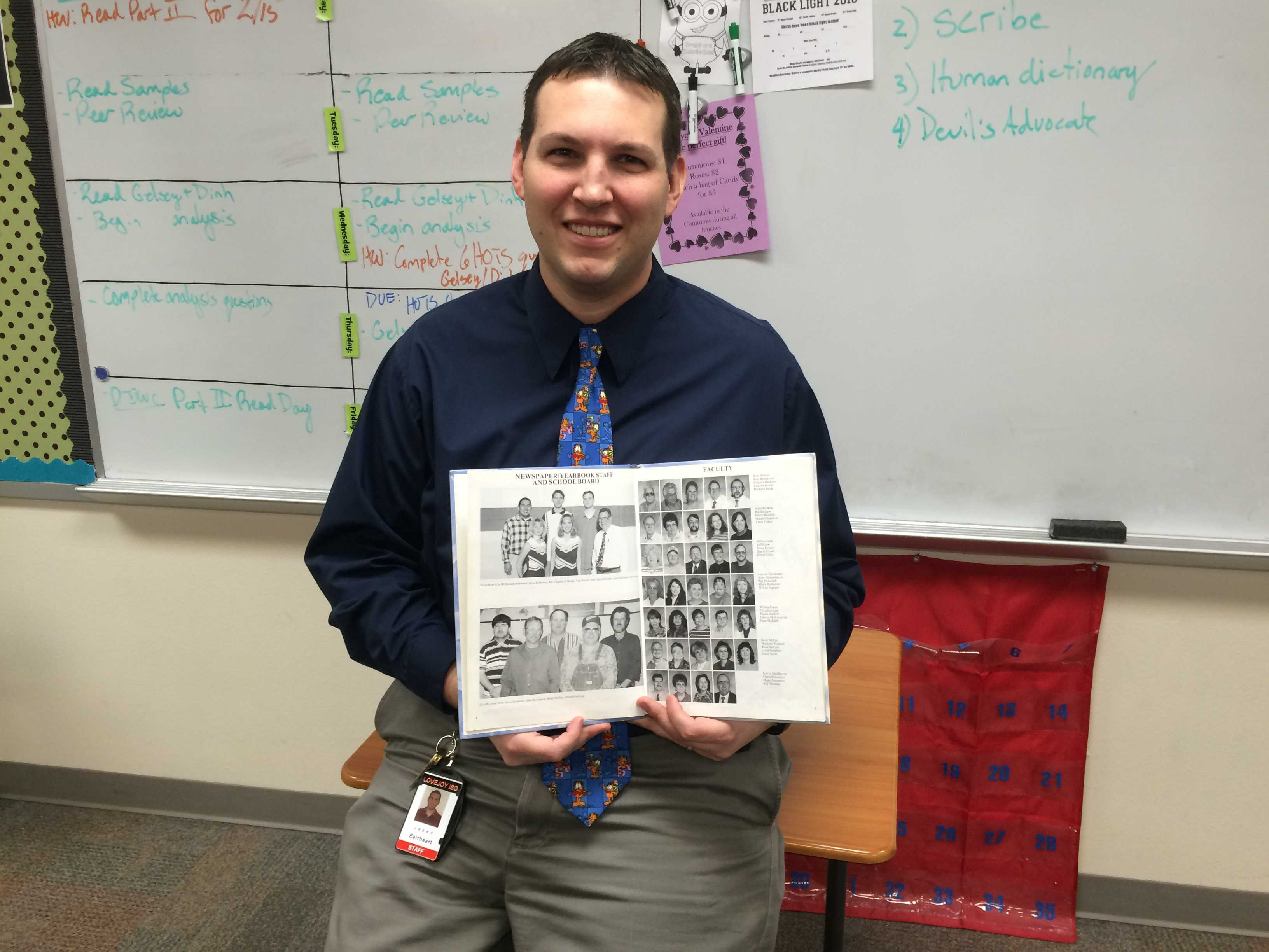 AP Lang. teacher Jasen Eairheart told his students a story about his days as a high school newspaper reporter.