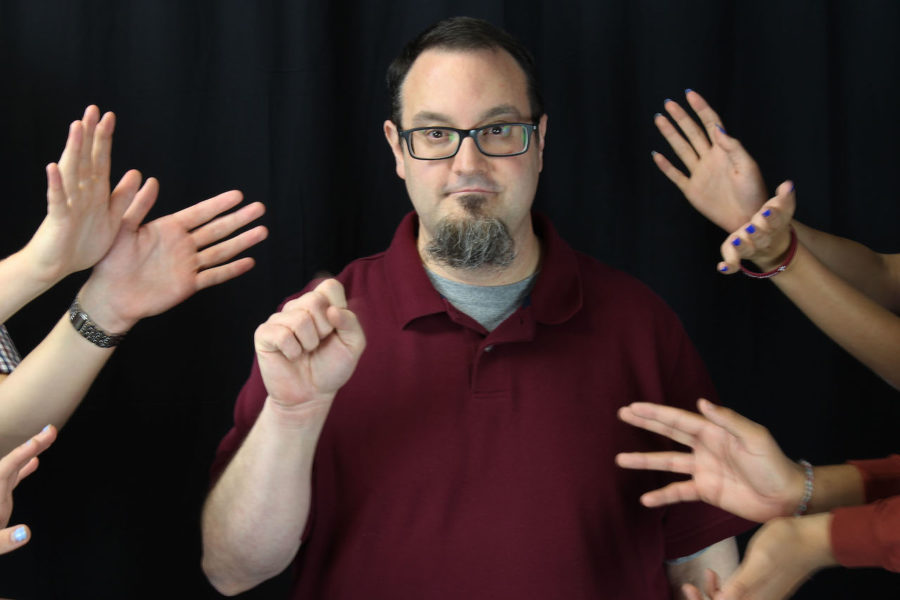 American+Sign+Language+teacher+Edward+Bart+is+deaf.+Bart+studied+at+the+Rochester+Institute+of+Technology+in+New+York+and+the+University+of+Texas+at+Arlington+before+beginning+his+career+as+a+teacher.