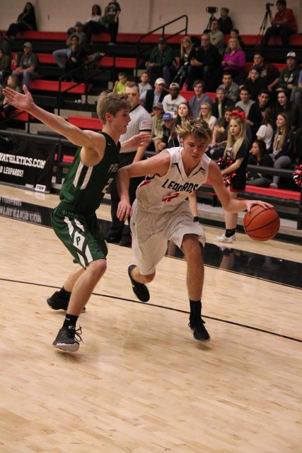 Sophomore Kyle Olsen dribbles past the defender.