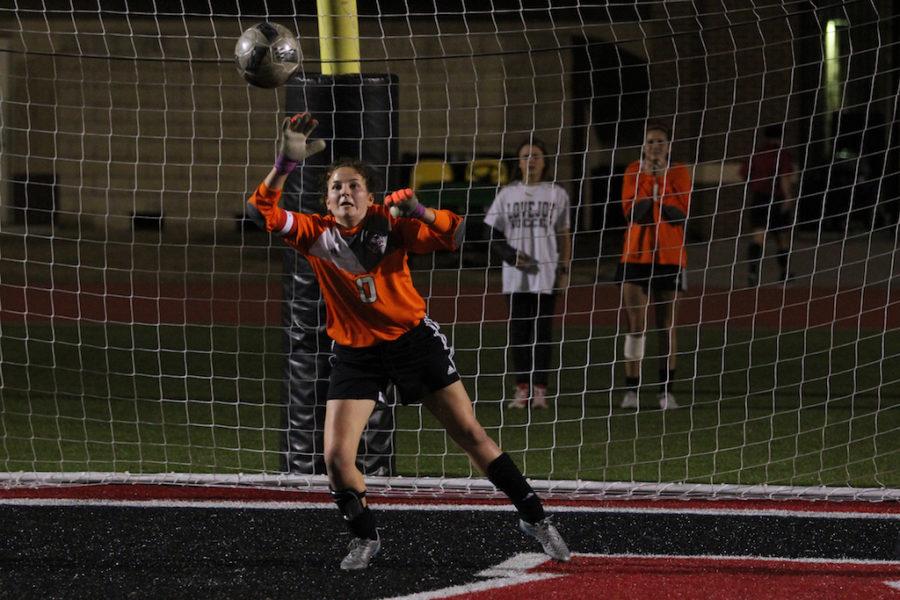 Senior+Carolyn+Murad%2C+Goalie%2C+defends+the+goal.