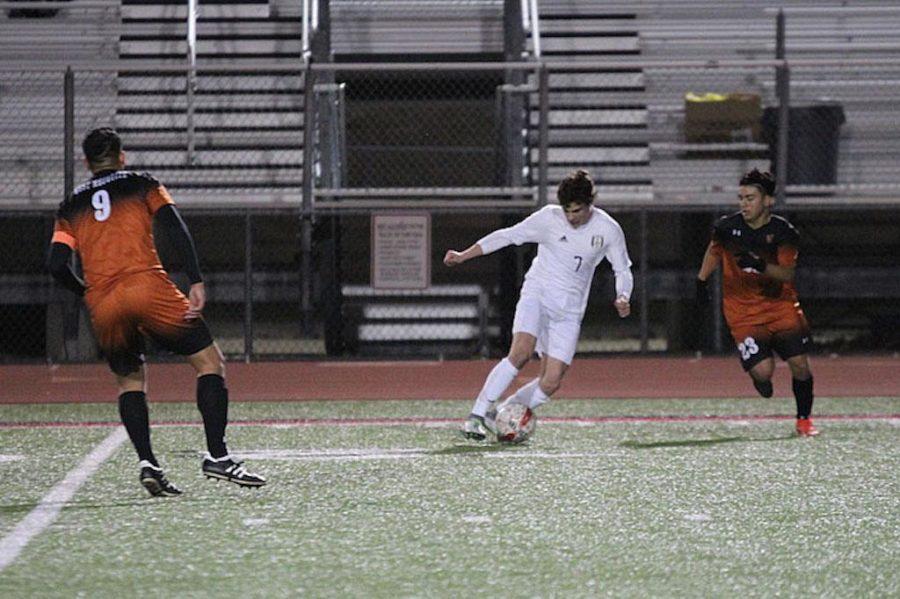 Sophomore Benji Merrick maneuvers down field to avoid the defense.