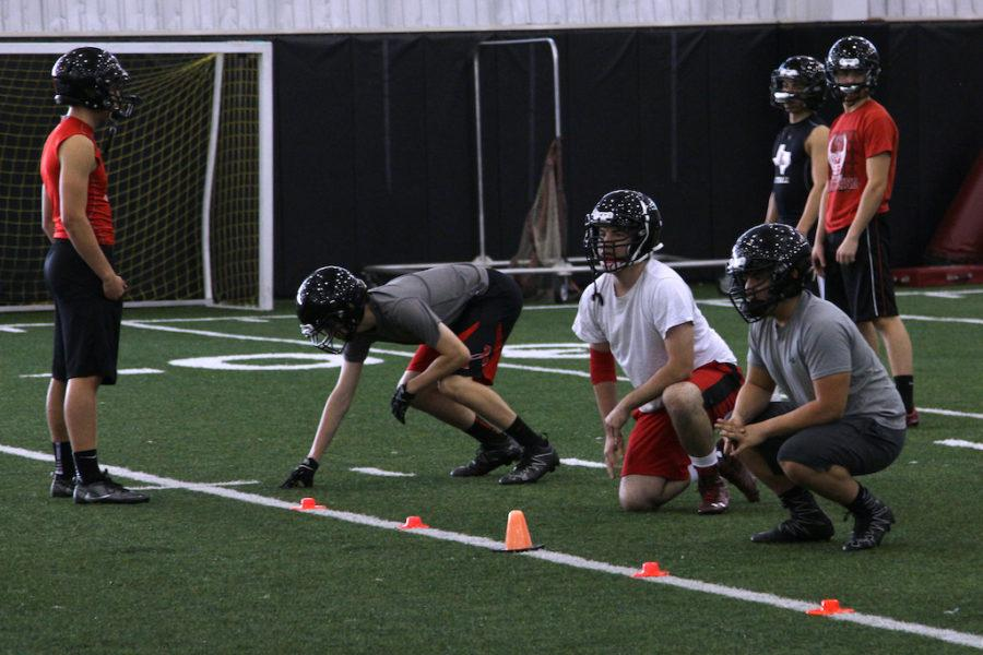 The+offensive+line+practices+their+stances+during+morning+practice.