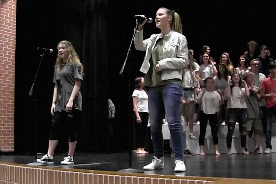 Curtain opens for 'Legends' pop show Thursday
