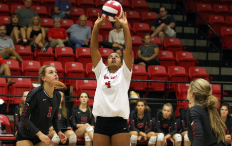 Volleyball completes undefeated district play, prepares for playoffs