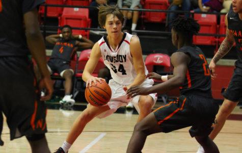Boys basketball to wrap up pre-district season