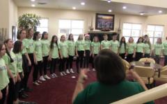 Video: Choir spreads Christmas cheer