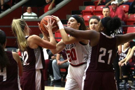 Girls basketball prepares for senior night matchup versus Poteet