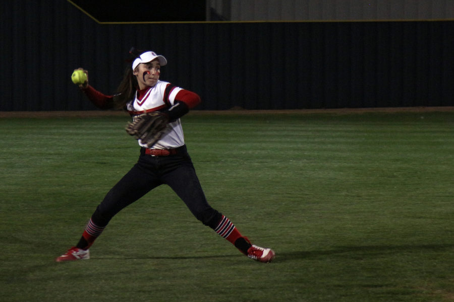 Sophomore+Carlee+Schaeffer+throws+to+her+teammate+at+1st+base+for+an+out.