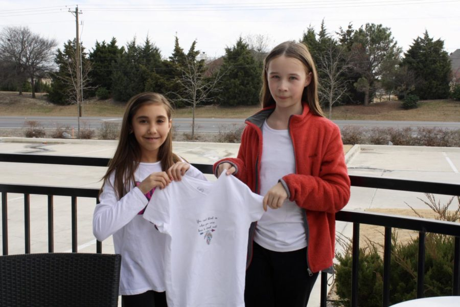 Fourth graders Jocelyn Chapman and Lauren Perry make handmade jewelry and t-shirts.