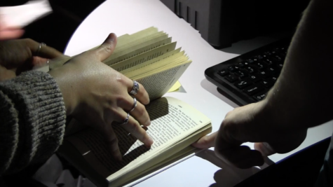 Video: Library hosts escape room