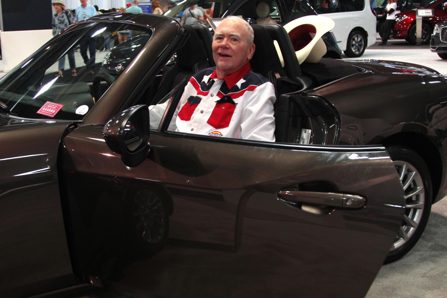 Attendee+takes+the+wheel+in+the+2019+Fiat+12+Spider.