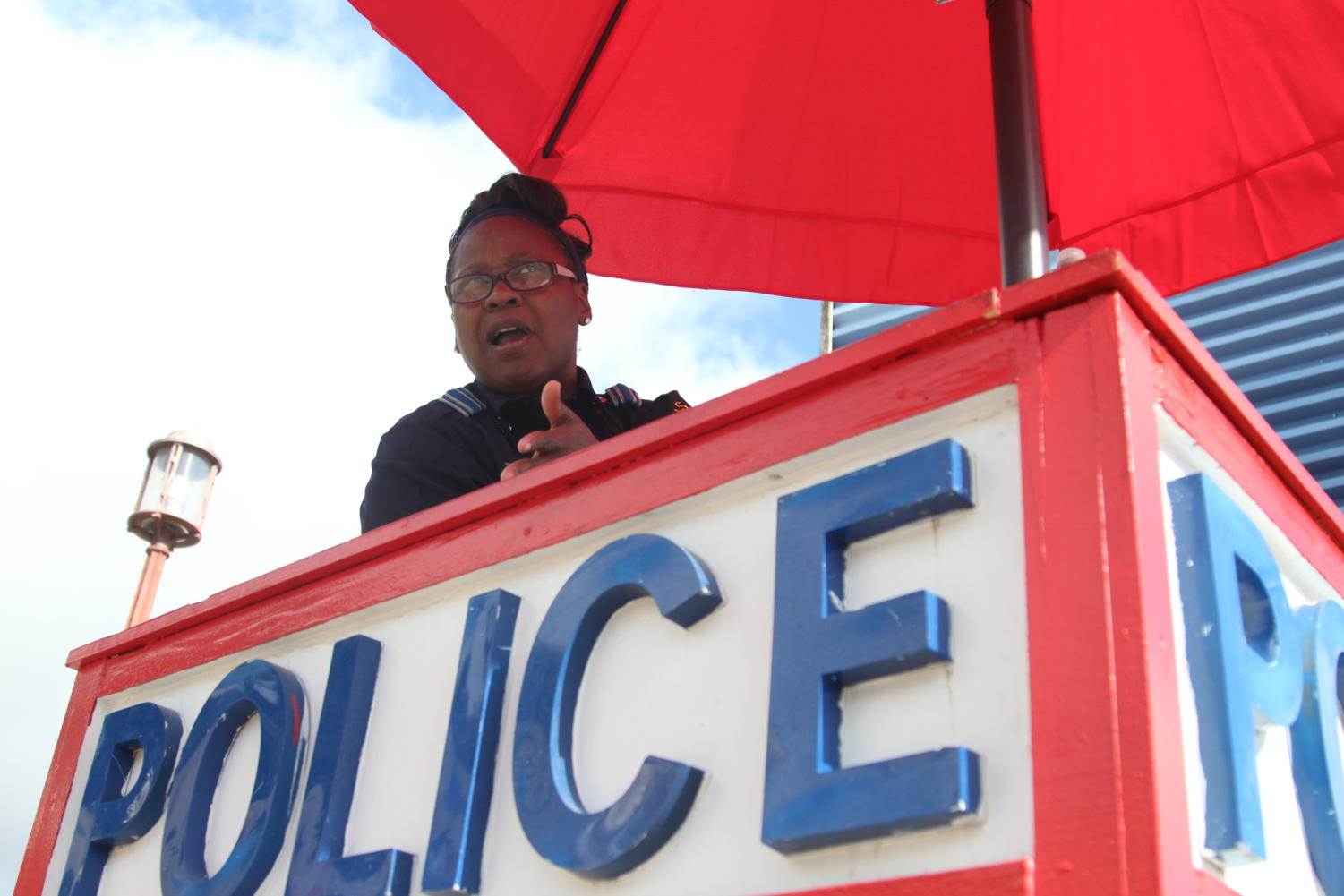 The police booths, medical offices and patrolling officers all help respond to danger at the Fair quickly. Despite this, the security has a weak preventative ability.