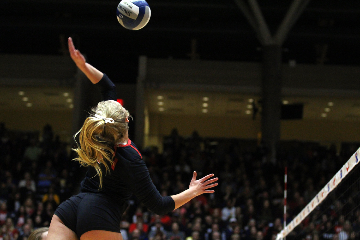 Freshman+Brinkley+Barker+looks+to+hit+the+ball+from+the+right+side+hitter+position.