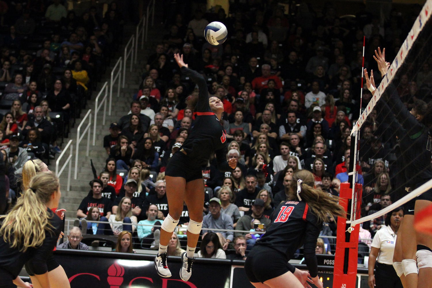 Sophomore+Cecily+Bramschreiber+jumps+up+to+hit+the+ball+during+the+third+set.