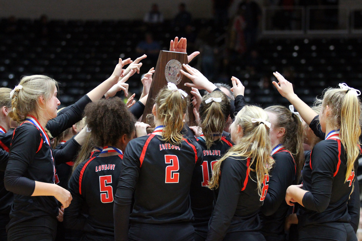 The Leopards come together to raise the state runner-up trophy after Saturday's championship match in Garland.