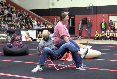 Video: Senior pulls upset in musical chairs competition