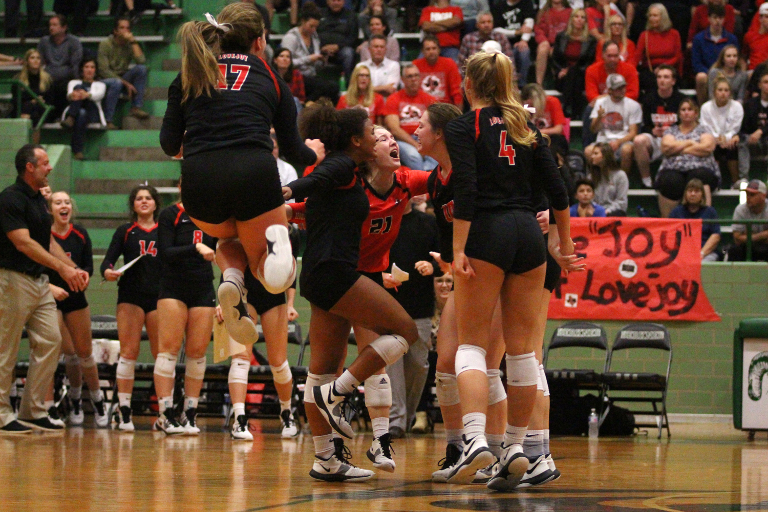 Leopards+celebrate+after+winning+their+second+set+of+the+game.