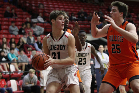 Boys basketball to wrap up pre-district season