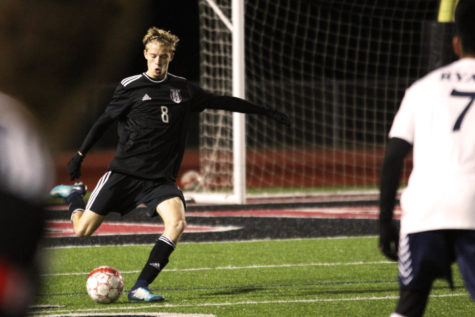 Boys soccer to face Mount Pleasant in third playoff match