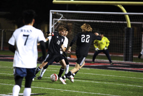 Senior Max Pabin passes the ball to sophomore Cade Novicke.