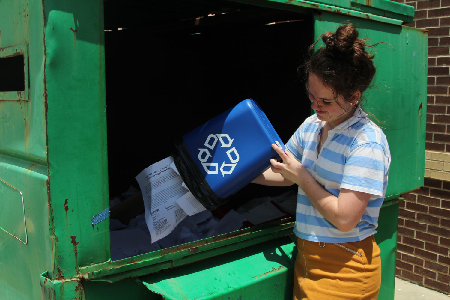 Due to students' skepticism about the school's recycling, The Red Ledger investigated the recycling habits and routines of staff and students.