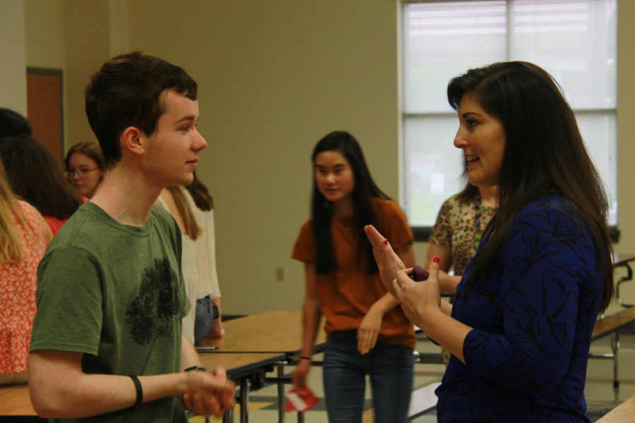 Senior Austin Marlar catches up with former Hart teacher Michela Tindell.