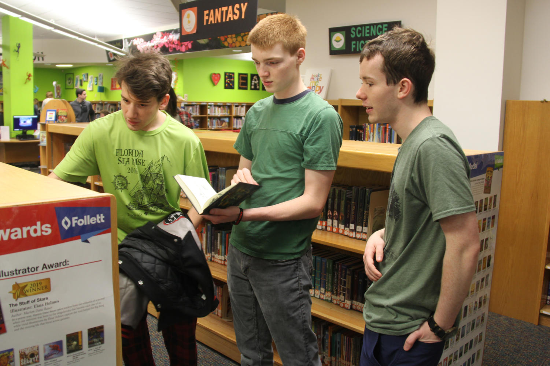 Seniors+Gabe+Corbitt%2C+Austin+Marlar+and+Dan+Keywork+browse+the+library+in+their+old+elementary+school.%0A