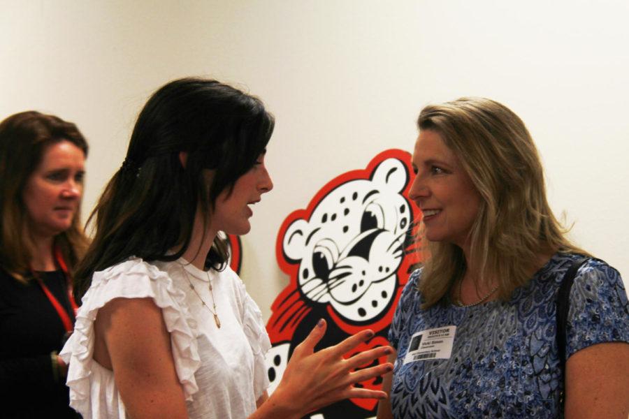 Senior Kassidy Lichtenberg and former Hart teacher Vicki Simon converse at Hart Elementary.