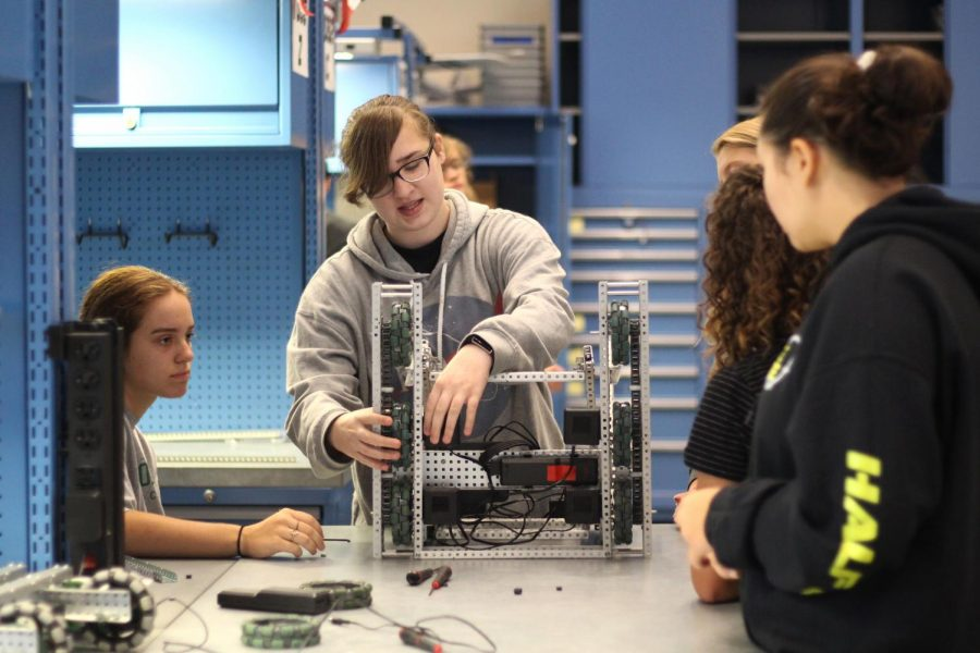 Sophomore+Alyssa+Vaughn+builds+her+robot+during+the+girls+robotics+club+meeting.+