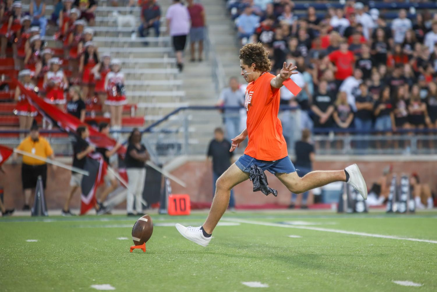 Senior+Matt+Piccirillo+chosen+to+compete+in+the+Whataburger+punt%2C+pass%2C+and+kick+challenge.+Piccirillo+was+unable+to+make+the+field+goal+at+the+end+of+the+competition.