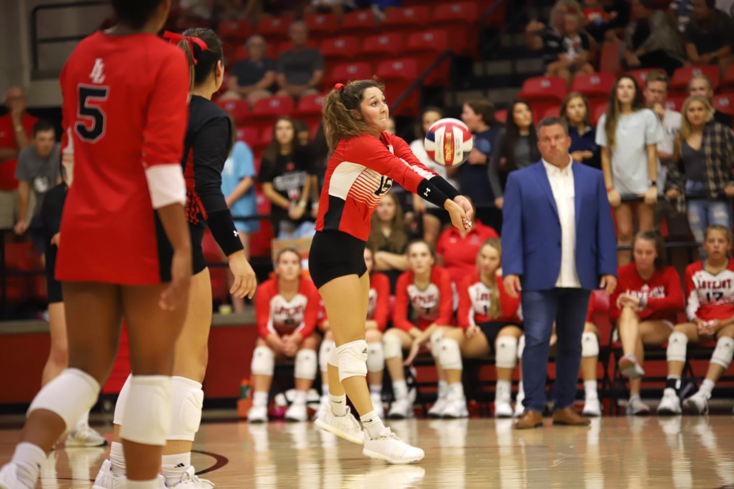 Senior+Emma+Johnson+defends+a+hit+from+the+right+side+to+keep+the+ball+in+play.+Johnson+will+be+heading+to+St.+Edwards+University+to+play+volleyball+at+the+collegiate+level+in+the+fall+of+2020.