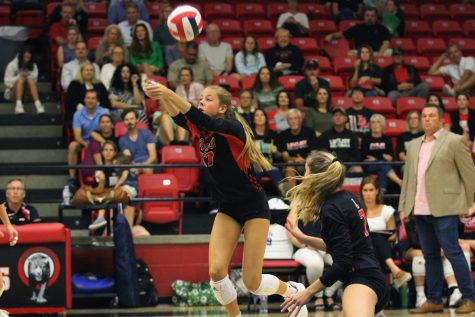 Volleyball advances after knocking off Liberty