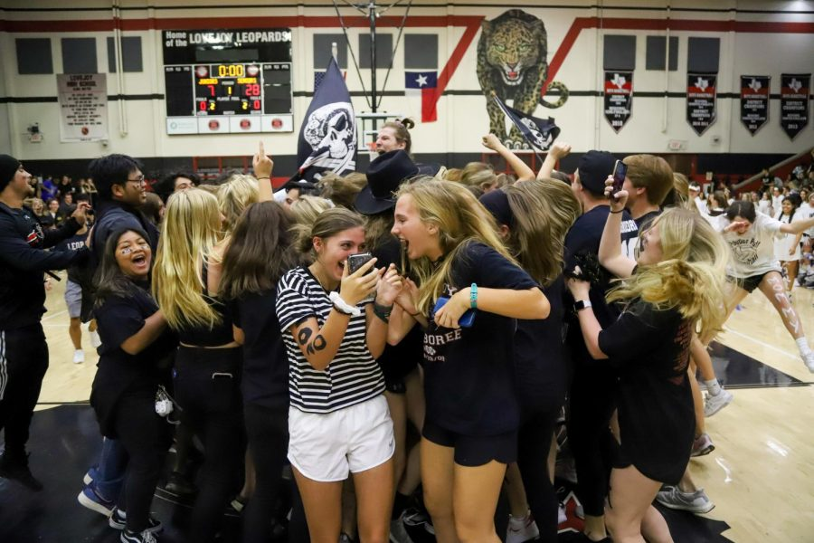 Photo Gallery: Seniors win championship powder puff game