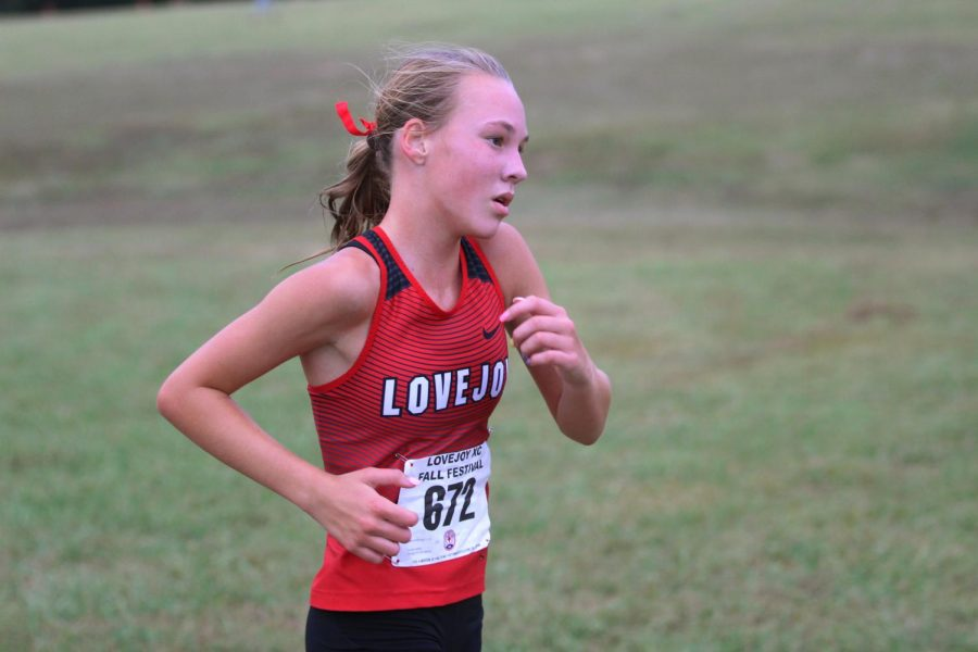 Sophomore+Katie+Armstrong+races+at+the+Lovejoy+Fall+Festival+on+Sept.+21.+Armstrong+finished+the+race+with+a+time+of+19%3A53.+