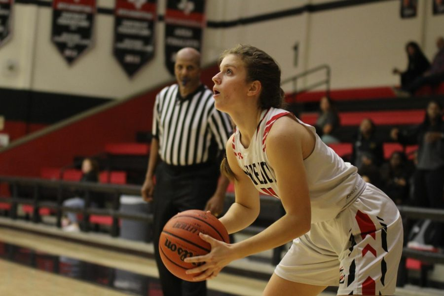 Girls basketball heads to playoffs